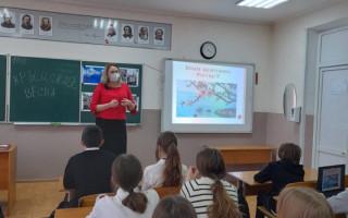 В алуштинских школах прошли единые уроки, посвященные «Крымской весне»